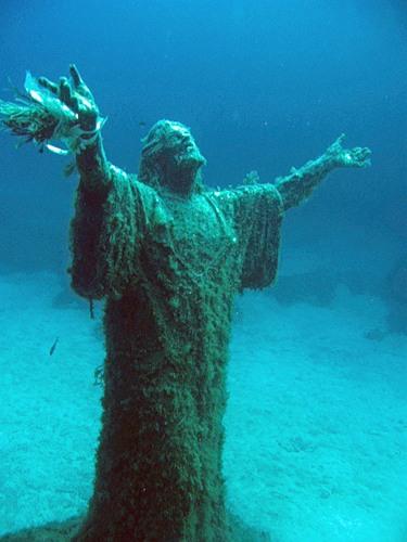 Иисус под водой
