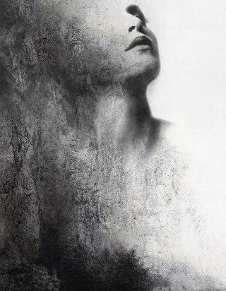 тающая женщина